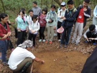 19學生經過專業的荒山生存能力訓練後,才能遠征合歡山,協助太魯閣國家公園進行生物統計與生態調查察(生物課程)