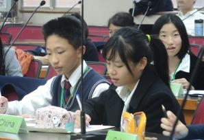 28-舉辦「國中模擬聯合國」