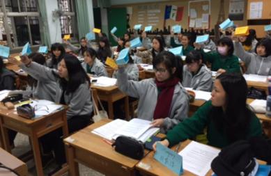 14課程中學生經由學習議事規則,進行表決