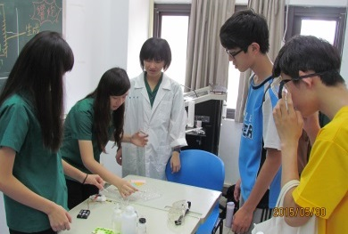 22學生於臺北科學日,運用學習成果,擔任關主